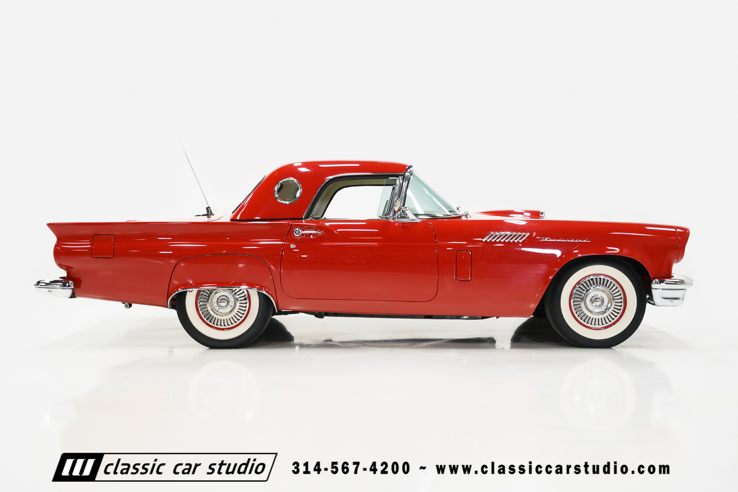 1957 Ford Thunderbird Classic Car Studio