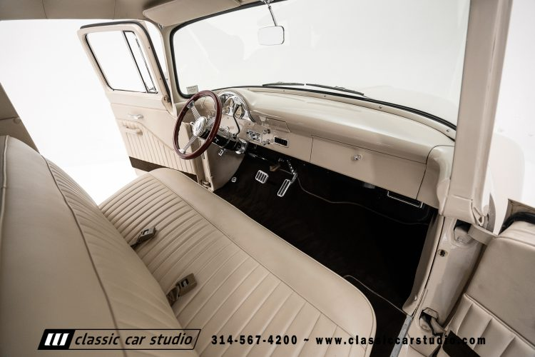 56 Ford F100-31