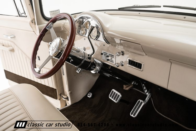 56 Ford F100-32