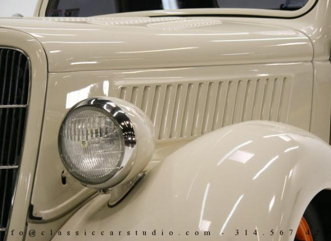 1357-1935-Ford-3-Window-11