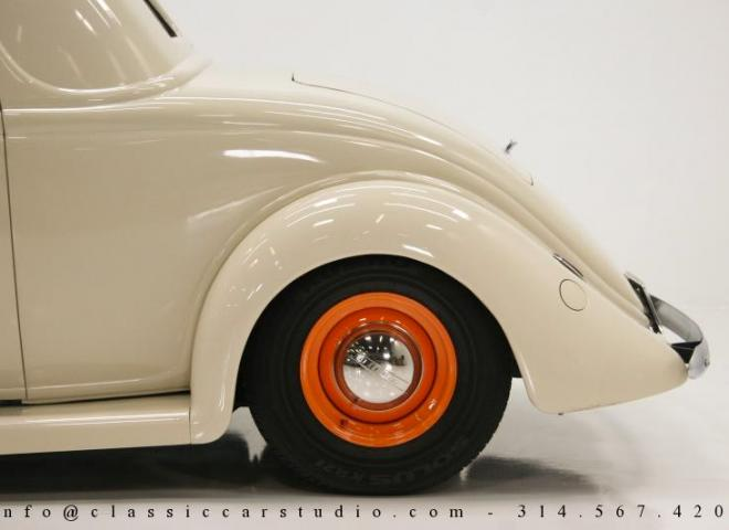 1357-1935-Ford-3-Window-21