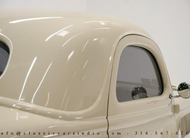 1357-1935-Ford-3-Window-27
