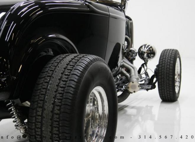 1400-1932-Ford-Roadster-16