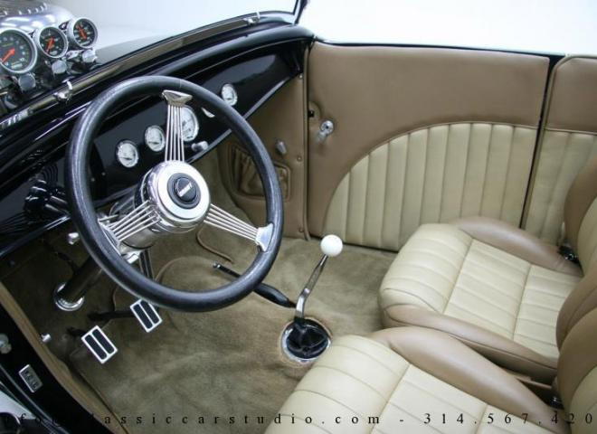 1400-1932-Ford-Roadster-25