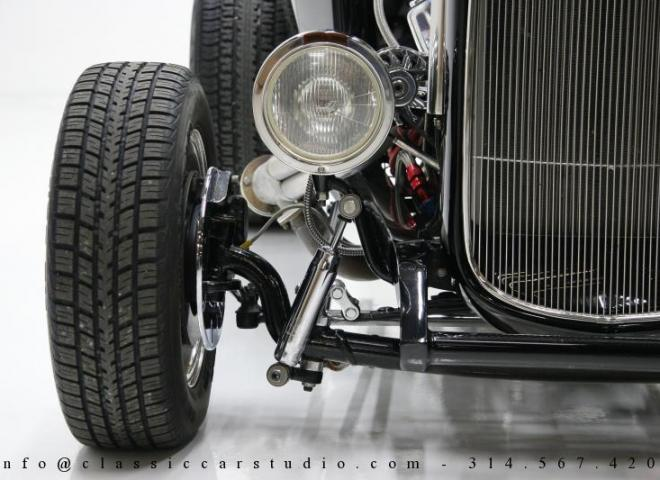 1400-1932-Ford-Roadster-9