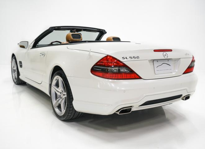 1714-2011-Mercedes-Benz-550-SL-Convertible-17