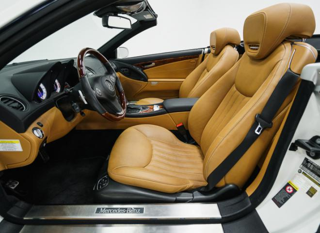 1714-2011-Mercedes-Benz-550-SL-Convertible-39