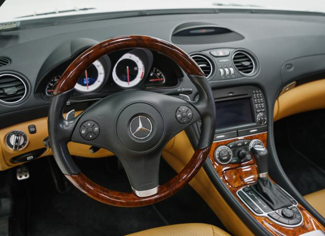 1714-2011-Mercedes-Benz-550-SL-Convertible-42